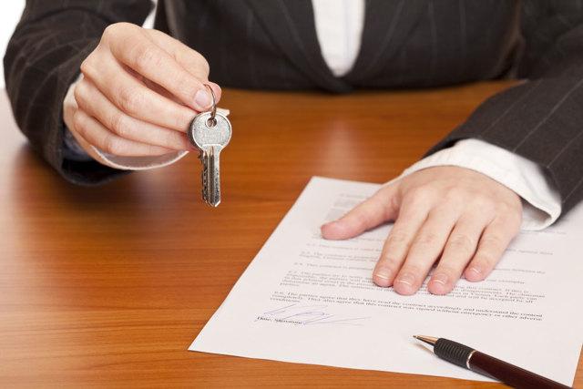 Можно ли прописаться в ипотечной квартире и прописать третьих лиц