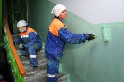 Ремонт подъезда многоквартирного жилого дома: кто выполняет и за чей счет