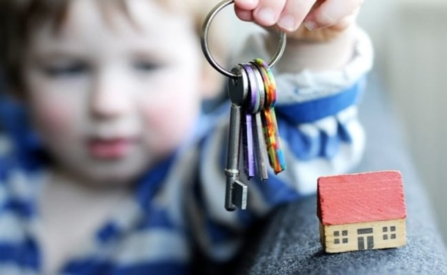 Как происходит выписка из квартиры ребенка при ее продаже
