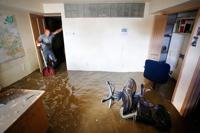 Что делать если прорвало трубу в квартире до приезда ремонтников
